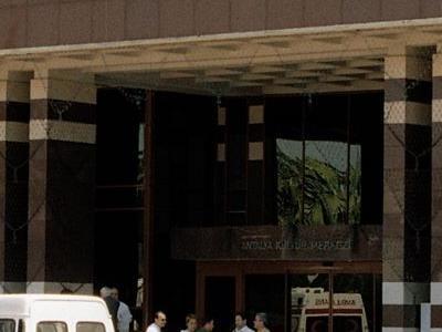 budynek z wywieszonym banerem world geothermal congress 2005