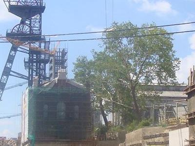 wielu pracowników na budowie