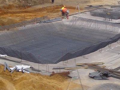 wielkie fundamenty pod dużą strukturę