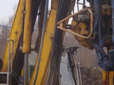 duża żółta maszyna do wykopywania ziemii