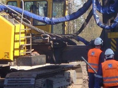 duża maszyna do wykopywania ziemii