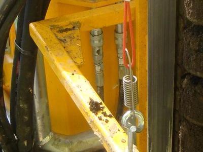maszyna robiąca dziury w ziemii
